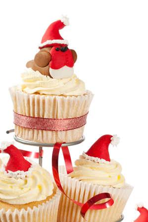weihnachtskuchen: Dekoriert Weihnachten Kuchen am Stand mit Fondant Rotkehlchen einen Sankt-Hut