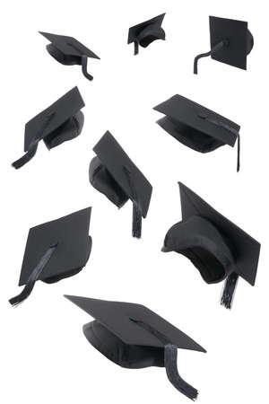 laurea: Selezione di tappi di laurea su uno sfondo bianco