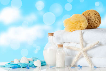 Bathroom towels with sponges and bubble bath Banque d'images