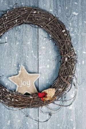 door leaf: Rustic Christmas wreath in winter snow Stock Photo