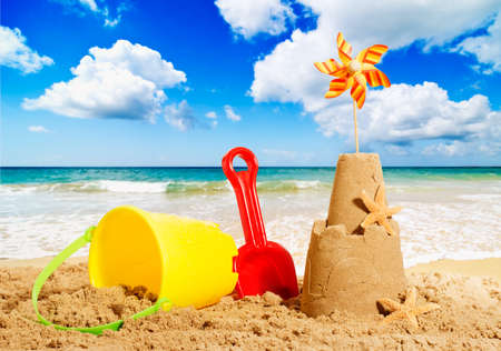 Sandcastles at the beach with bucket and spade Banque d'images