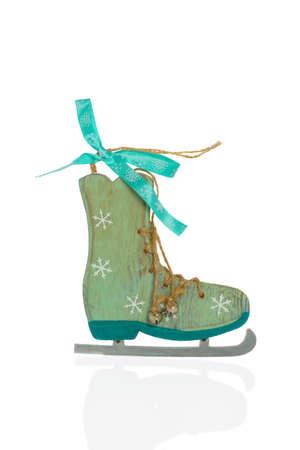 botas de navidad: Patín de hielo Decoración de Navidad en un fondo blanco