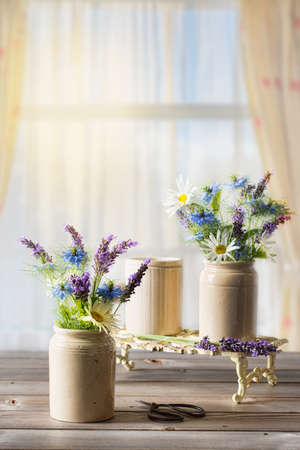 flower pot: Flower arrangements in the window