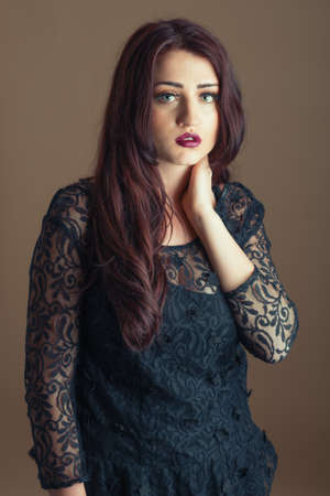 ojos marrones: Retrato de mujer joven hermosa