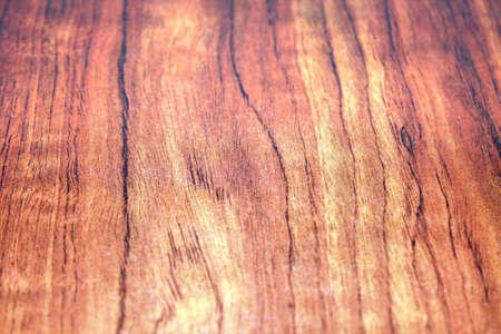 finer: acabado de madera roja sobre una losa, que muestra los colores tenues y la madera m�s fina granulaci�n detalles Foto de archivo