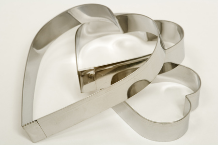 A set of three heart shaped cookie cutters on a white background 版權商用圖片
