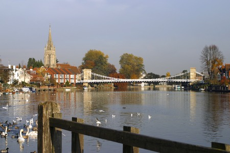 England, Chilterns, Buckinghamshire, Marlow, the church and historic suspension bridge over the River Thames Reklamní fotografie