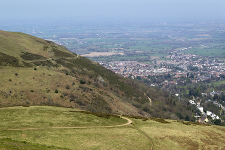 A view from Worcestershire Beacon showing some of the network of footpaths that criss-cross the Malvern Hills, Worcestershire, UK Stock fotó