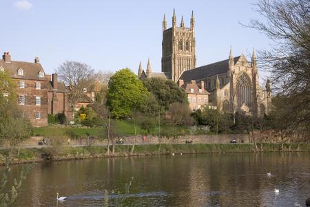 England, Worcestershire, Worcester, River Severn, Cathedral in spring sunshine Reklamní fotografie