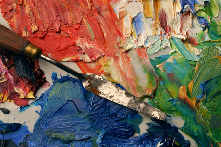Close up of artists palette, oil paints and palette knife 版權商用圖片