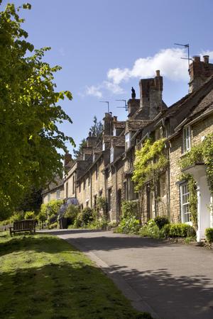 England, Oxfordshire, Cotswolds, Burford, street scene Stock Photo