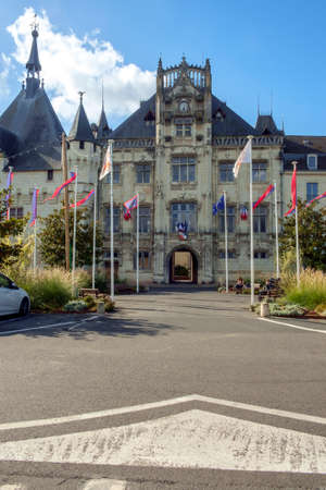 Saumur, France - 6th October 2017: City hall on a sunny autumn afternoon in Saumur, Maine et Loire, France Éditoriale