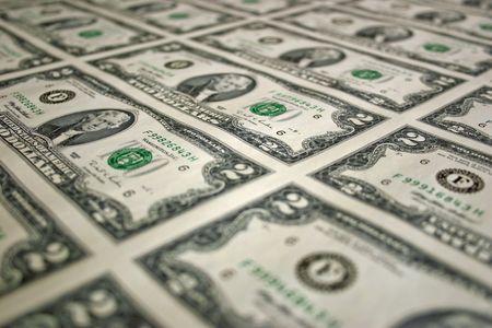 uncut: Uncut un foglio di due dollari di fatture