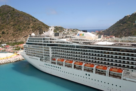 Phillipsburg, St. Maarten - February 10: The MSC Poesia at port in St. Thomas on February 10, 2011.  The Poesia has a capacity of 2,550 passengers. 報道画像