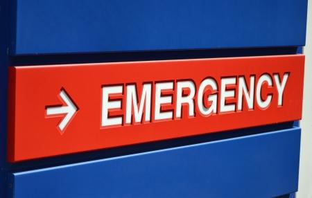 Een blauwe en rode Emergency bord buiten een ziekenhuis Stockfoto - 20892151