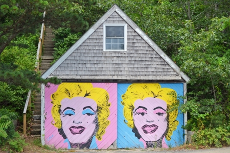marilyn monroe: An old garage containing a mural of Marilyn Monroe on the front Editorial