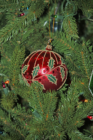 Close-up van een mooi rood kerstboom ornament