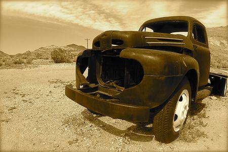 pickup truck: Cami�n de recogida en el viejo