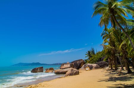 A huge park in the west of Sanya. A very beautiful place with a very nice beach, but also a perfect place for mariage photographers! When I was in this park I saw arround 15 couples takeing marriage pictures in there. A must see for everyone who visit San