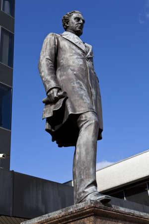 ingeniero civil: Estatua del famoso ingeniero civil Robert Stephenson situado fuera de la estaci�n de Euston, en Londres.