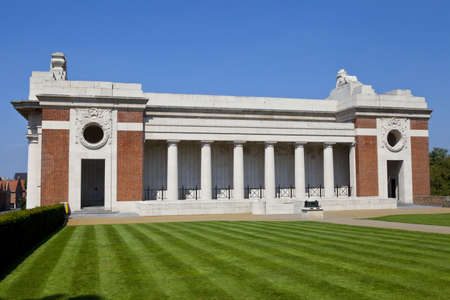 ypres: Side view of the Menin Gate in Ypres, Belgium. The gate is dedicated to the British and Commonwealth soldiers who were killed in the Ypres Salient of World War I and whose graves are unknown.