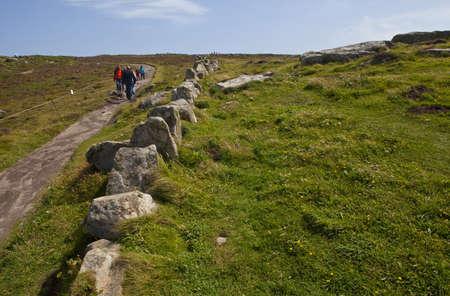 southwest: Een deel van de South West Coastal Path op Lands End in Cornwall