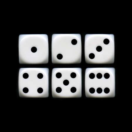 Die sechs Seiten eines Würfels auf einem schwarzen Hintergrund Standard-Bild - 16504992
