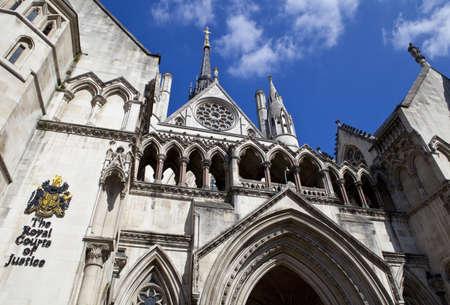 orden judicial: La Corte Real de Justicia de Londres. Foto de archivo