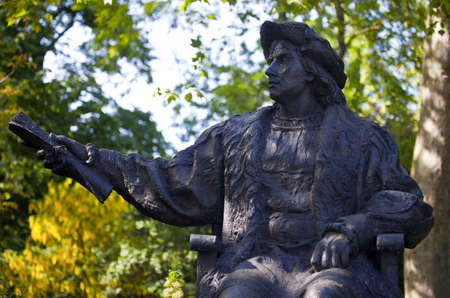 christopher columbus: A statue of explorer Christopher Columbus in London  Editorial