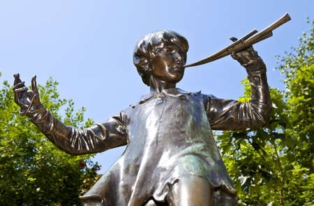 The famous Peter Pan statue in Kensington Gardens, London. Standard-Bild