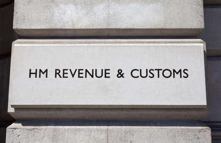excise: HM Revenue and Customs segno su un edificio Editoriali