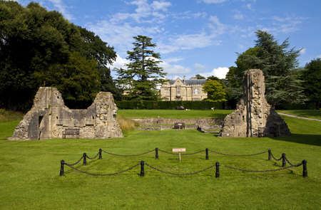 somerset: Remains of Glastonbury Abbey with Retreat House in the background.