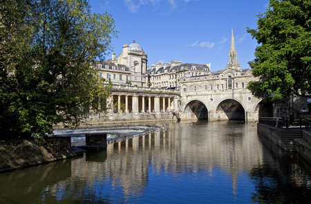 Pulteney Bridge en de rivier de Avon in Bath St Michael