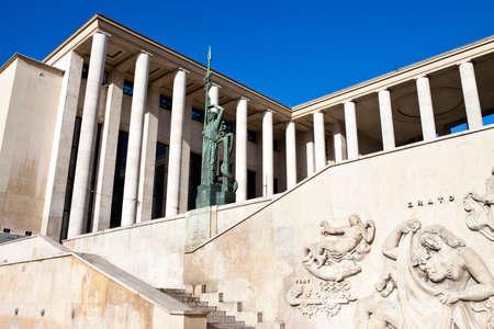 De indrukwekkende buitenkant van Palais de Tokyo in Parijs.