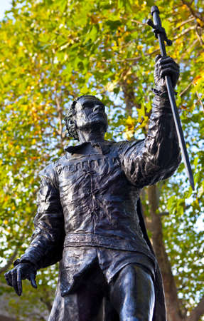 laurence: Statue of famous actor Laurence Olivier playing the part of