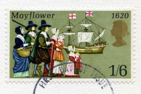 VERENIGD KONINKRIJK - CIRCA 1970: Een gebruikte Britse post stempel vieren de 350ste verjaardag van de Pilgrim Fathers Journey in de Mayflower naar de Nieuwe Wereld, circa 1970. Stockfoto