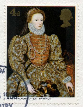 queen elizabeth: UNITED KINGDOM - CIRCA 1968: A used British postage stamp featuring a portrait of Queen Elizabeth 1st, circa 1968.