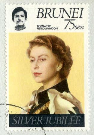 queen elizabeth ii: BRUNEI DARUSSALAM - CIRCA 1977: A stamp printed in Brunei Darussalam commemorating the Silver Jubilee of Queen Elizabeth II, circa 1977.