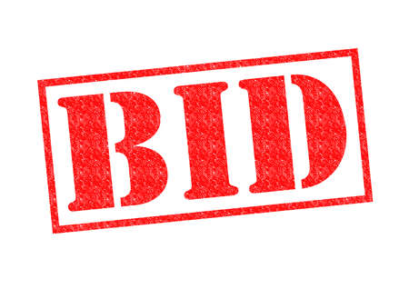bid: Sello de goma roja UNA OFERTA sobre un fondo blanco.