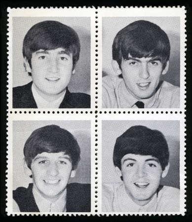 ROYAUME-UNI - CIRCA 1963: des timbres de marchandises de cru dépeignant chacun une image d'un membre de 'The Beatles', circa 1963. Banque d'images - 26115969