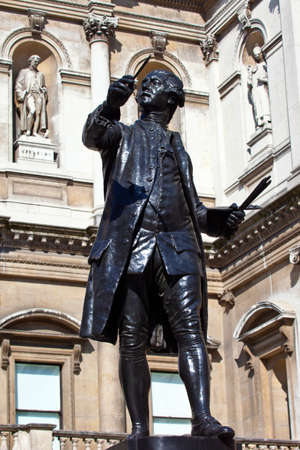 reynolds: Statue of English painter Joshua Reynolds situated at Burlington House which houses the Royal Academy of Art in London.
