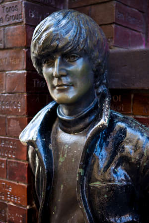 john lennon: A statue of John Lennon situated opposite the historic Cavern Club in Liverpool.