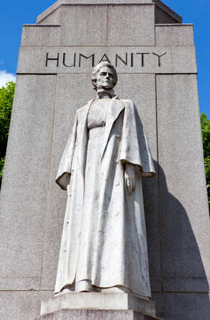 edith: The Memorial dedicated to Edith Cavell, a British Nurse during the Great War, located in central London  Stock Photo