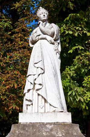 jardin de luxembourg: A statue of Marguerite dAngouleme (also known as Marguerite de Navarre) in the Jardin du Luxembourg in Paris.