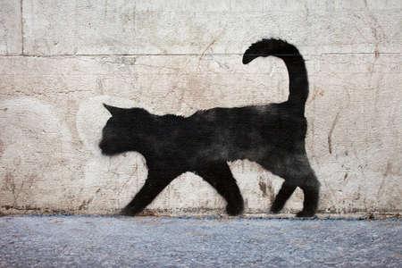 Graffiti schets van een zwarte kat in de stedelijke Parijs. Stockfoto