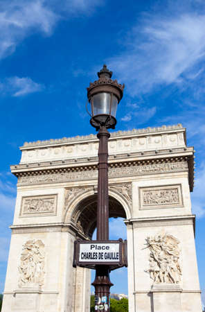 charles de gaulle: Street sign for Place Charles De Gaulle with the Arc de Triomphe in the background.
