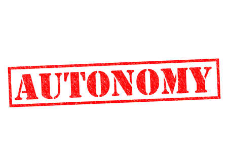 autonomia: Goma roja AUTONOMÍA sello sobre un fondo blanco.