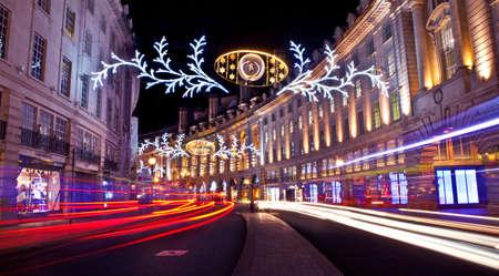 De mooie Regent Street Kerstverlichting in Londen. Stockfoto - 34381383