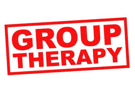 terapia de grupo: Goma roja terapia de grupo sello sobre un fondo blanco. Foto de archivo