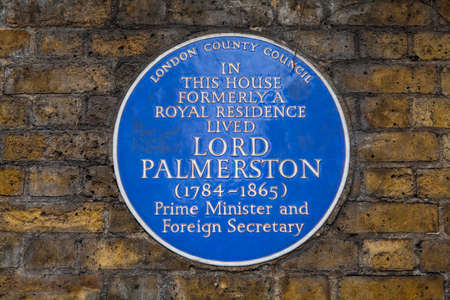 foreign secretary: A blue plaque marking the former residence of former British Prime Minister Lord Palmerstone in Piccadilly, London on 1st April 2015.